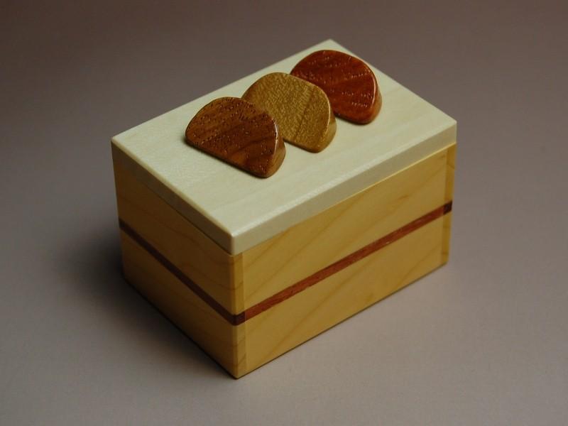 KARAKURI FRUIT CAKE