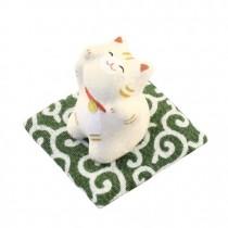 Maneki Neko - White Tiger Cat with Green Mat